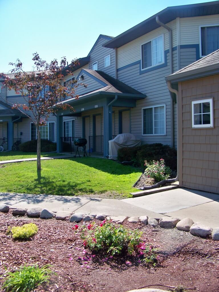 Lakeview Commons 2 3 Bedroom Apartments In Plymouth Mn