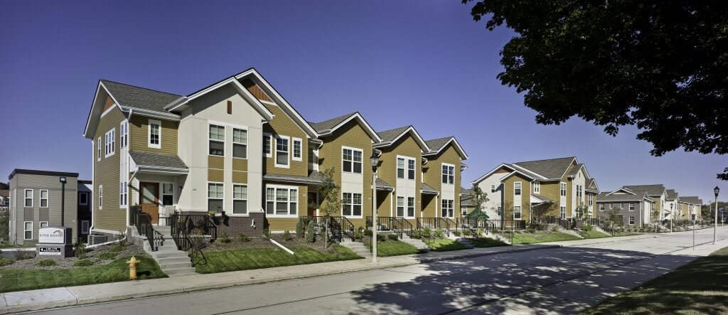 Amenities. River Bluff 2 4 Bedroom Townhomes in West Bend WI